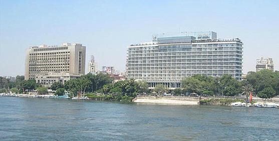 وبجواره ممبنى الاتحاد الاشتراكي فندق النيل هيلتون