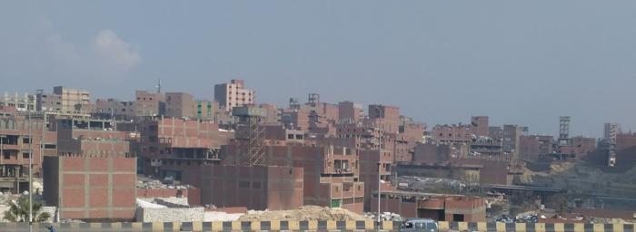 صورة تم التقاطها من احد الطرق المؤدية للمقطم- توضح حال العمارة القاهرية في العديد من المناطق – الدويقة